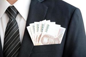 soldi nella tasca del vestito dell'uomo d'affari - valuta baht tailandese (thb) foto