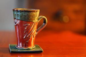 tazza di caffè sul tavolo foto