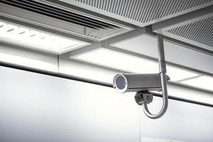 telecamera a circuito chiuso di sicurezza nell'edificio per uffici foto