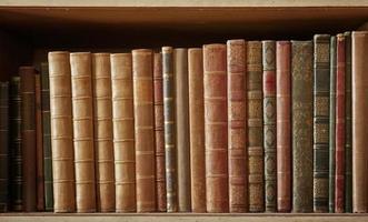 molti libri foto