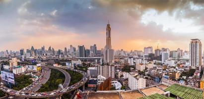 una veduta aerea della città di bangkok foto