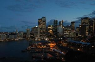 skyline di notte di Sydney foto
