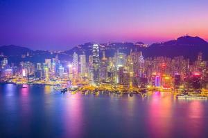 crepuscolo del porto di Victoria a Hong Kong, Cina foto