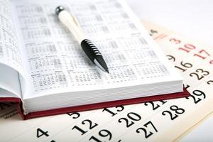 giorni di calendario con numeri e penna foto
