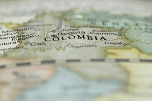 macro di Colombia su un globo, stretta profondità di campo foto