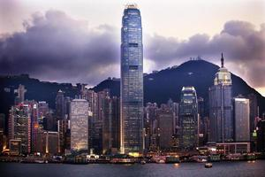 sera del porto di Hong Kong da Kowloon foto