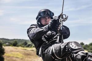 operazione di assalto della polizia foto
