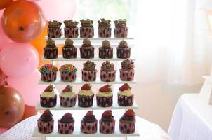 cupcakes e balões foto