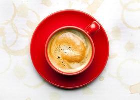 tazza di caffè con macchie di caffè foto
