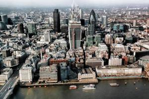 parte moderna di Londra vicino al ponte della torre in Inghilterra foto