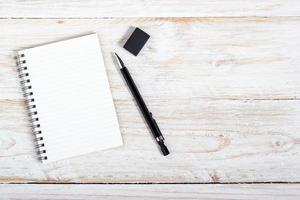carta per appunti e penna foto
