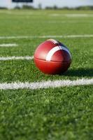 football americano lungo le linee del cortile foto