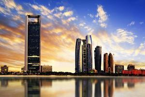 skyline di Abu Dhabi foto
