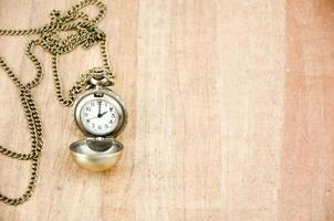 vecchio orologio su papiro foto