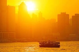 bellissimo paesaggio urbano di Hong Kong al tramonto (Hong Kong) foto