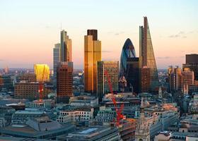 skyline della città del quartiere finanziario di Londra foto