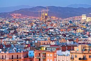Barcellona dal Montjuic, con la Sagrada Familia.