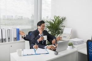 uomo d'affari multitasking foto