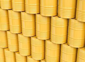 pila di barili di petrolio gialli foto