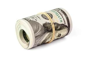 rotolo di banconote da cento dollari isolato