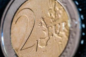 fronte del primo piano della moneta da due euro foto