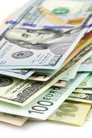 primo piano di varie valute foto