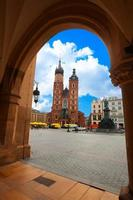 la basilica di santa maria e rynek luminescente in estate foto
