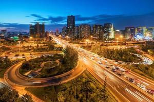 cavalcavia della Cina Pechino dopo la notte di tramonto foto