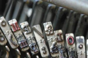 lettera e commerciale di una vecchia macchina da scrivere di un giornalista foto
