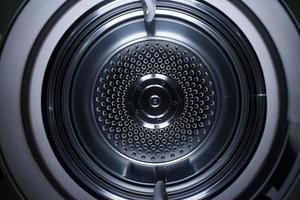 all'interno di una macchina asciugatrice.