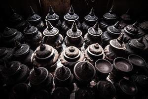 negozio di ceramiche sul mercato foto