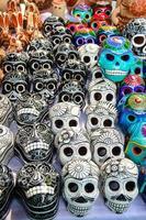 teschi souvenir del giorno messicano dei morti (dia de muertos)
