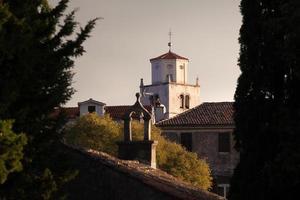 chiesa mediterranea al mattino presto foto