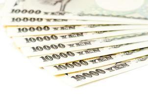 contanti di yen giapponesi su fondo isolato foto