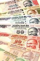 Chiuda in su delle note di valuta indiane foto