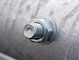bullone e dado di metallo nella collezione di tubi foto