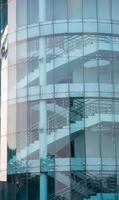 le scale di vetro dell'edificio foto