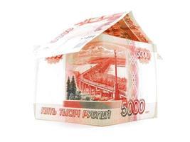 cinquemila rublo russo edificio, rublo banconota isolato, sfondo bianco foto