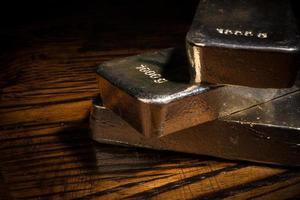 primo piano delle barre d'argento foto