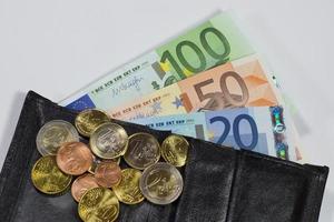 portemonnaie con monete e banconote in euro foto