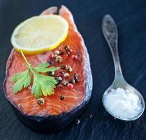 trancio di salmone foto
