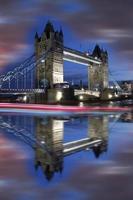 famoso Tower Bridge di sera, Londra, Inghilterra foto