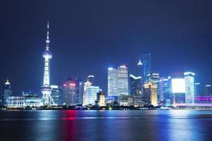 bellissimo skyline di Shanghai pudong di notte foto