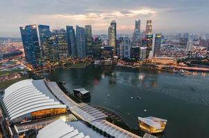 Singapore dopo la pioggia vista da Marina Bay Hotel foto