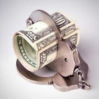 dollari americani e manette d'acciaio foto