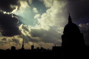 Silouette di Saint Paul Cathedral, Londra, Regno Unito. foto
