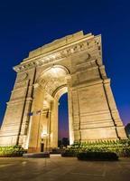 nuova porta di Delhi dell'India all'ora blu foto
