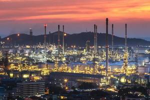 industria petrolifera - fabbrica di raffineria foto