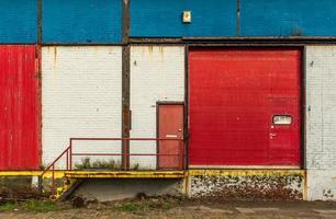 facciata di un vecchio magazzino foto