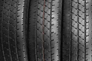 sfondo di pneumatici auto di fila.